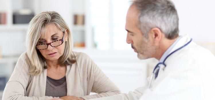 Consultar con el ginecólogo cuando se sientan los síntomas de la menopausia