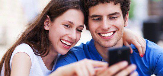Si tenéis amigos en común, cread grupos de conversación