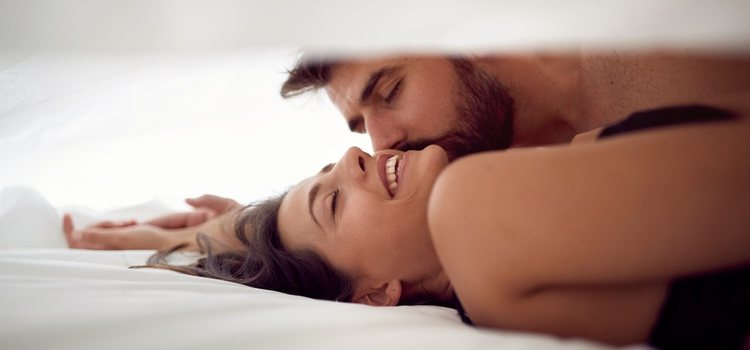 Ver porno en pareja puede ser un acierto para muchas relaciones