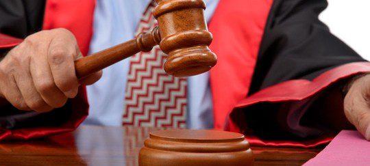 Abogado dando una sentencia