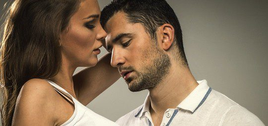 La gonorrea se contrae al mantener relaciones sexuales con una persona portadora