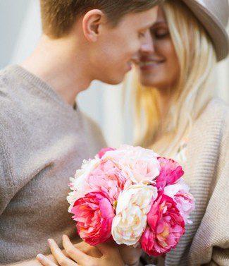 Además de la felicitación, las flores siempre alegran