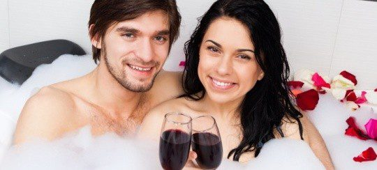 Prepara un baño de espuma para sorprender a tu pareja