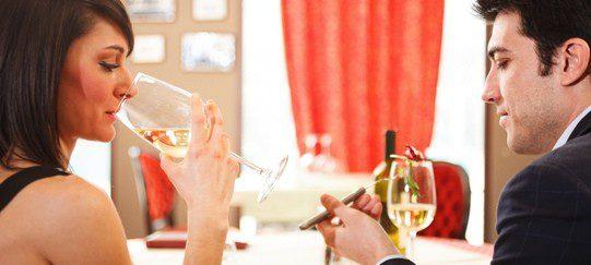 Procura no beber más de la cuenta en tu primera cita