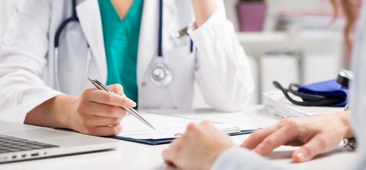Puede haber efectos secundarios en los tratamientos contra la hepatitis