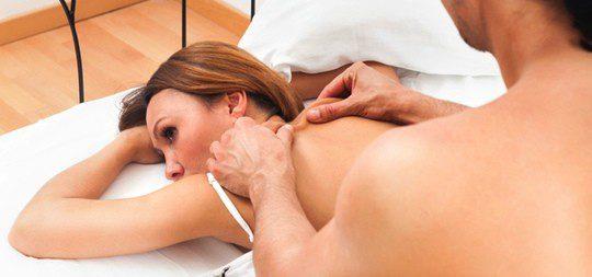 Puedes masajear con el lubricante a tu pareja