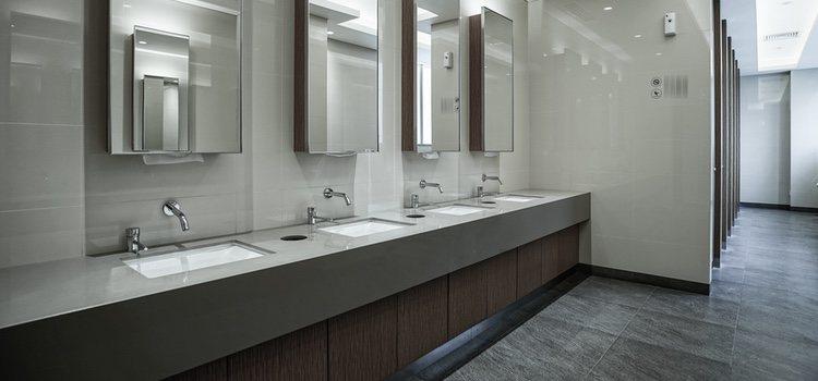 Los baños públicos y otros muchos lugares más son los escogidos para el cruising