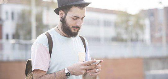 Grindr está dirigida a gays, lesbianas y curiosos para ligar de forma fácil y sencilla a través del móvil
