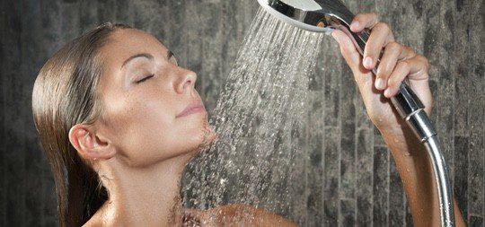 Una solución para preparar los músculos antes del sexo es darse una ducha caliente
