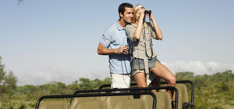 Si a tu pareja le dan miedo los animales ir a un safari no es la mejor opción