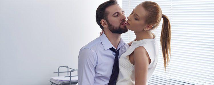 El sexo entre compañeros es sencillo porque os conocéis y la pasión surge más fácilmente