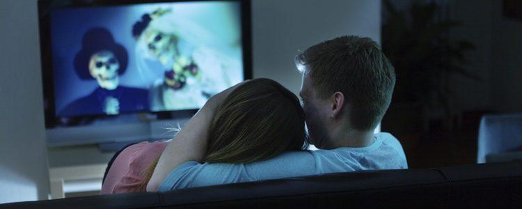 Disfruta de Halloween en pareja a través de un película de miedo