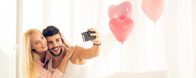 Llena la habitación de bonitos globos de enamorados ¡Triunfarás!