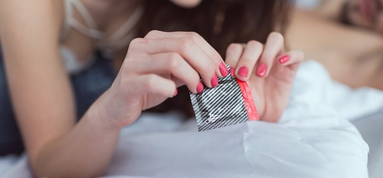 La utilización de preservativos es fundamental para prevenir el herpes vaginal