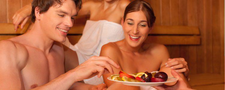 Muchas personas creen que practicar sexo con frutas es algo normal