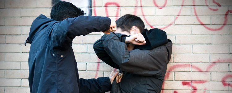 Si sufres bullying, denuncia a la policía