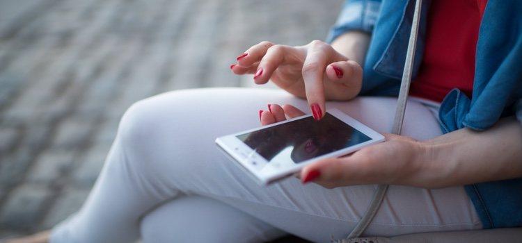 Mandar mensajes por el móvil suele ser un detalle muy bonito