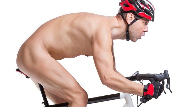 Dar un paseo en bicicleta en una buena opción para facilitar la circulación de la sangre por el pene