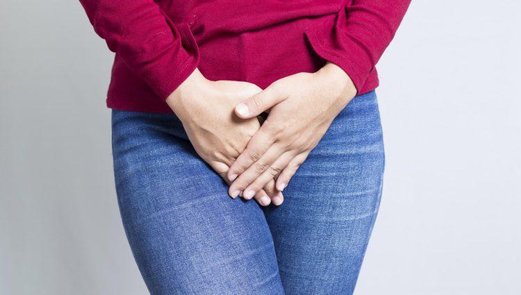 Esta enfermedad puede ser de bajo riego, causando verrugas genitales, o del alto riesgo, causando cáncer