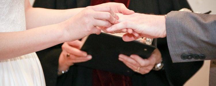 Antes de contraer matrimonio por la Iglesia es muy probable que tengáis que realizar un cursillo prematrimonial
