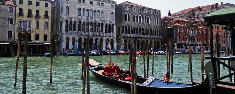 Venecia es una de las ciudades más románticas para ir con tu pareja y montar en góndola