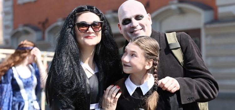 El disfraz de los Addams es un gran acierto para parejas y parejas con hijos