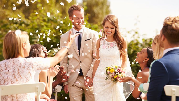 Las personas casadas suelen parecer más atractivas que aquellas personas que no lo están