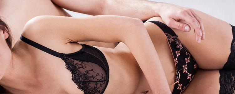 Las posturas de lado son muy íntimas y generan gran conexión con la pareja