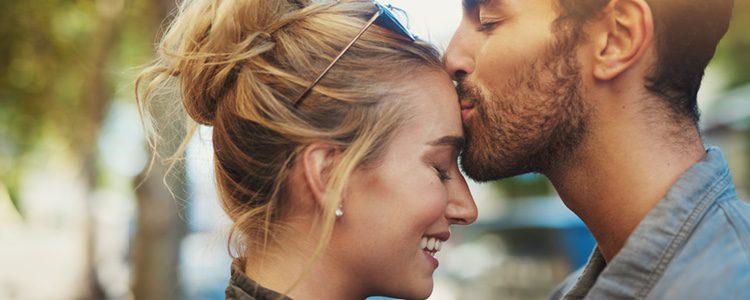 Poner unos tuits bonitos a tu pareja, son adecuados en San Valentín