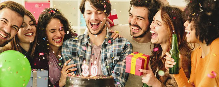 Una tarta de cumpleaños siempre hace ilusión y es un gesto que siempre recordará