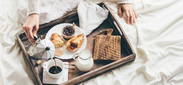 El desayuno en la cama es de lo más romántico