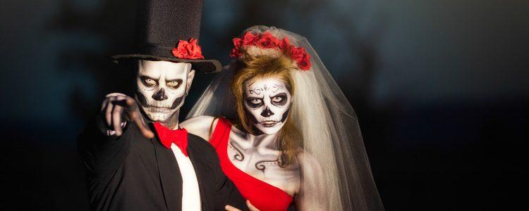 La novia cadáver y su enamorado humano es un disfraz que marca la diferencia