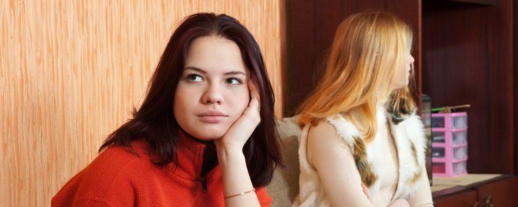 Si hay problemas con la pareja de tu compañero/a lo mejor es hablar con él/ella directamente