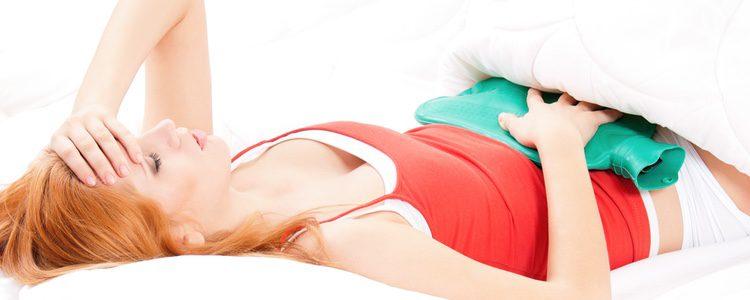 Una de las consecuencias de la gonorrea es que provoca en las mujeres dolor en la parte inferior del abdomen
