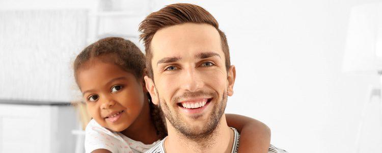 La adopción es un proceso largo y complicado, sobre todo para las familias monoparentales