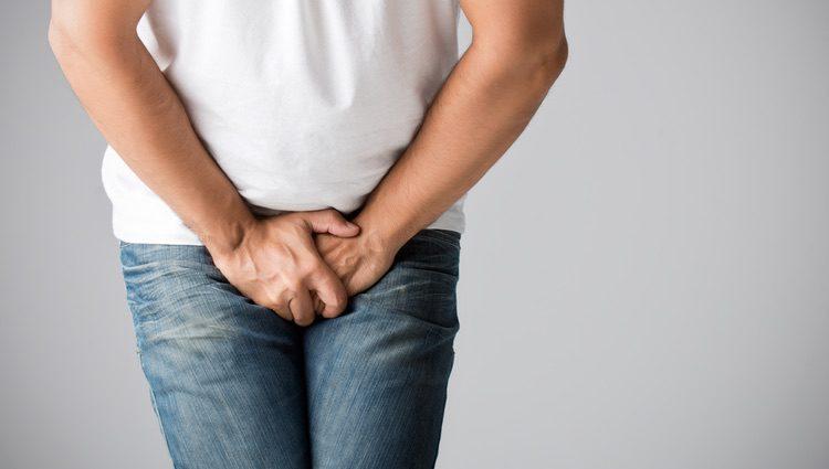 La circuncisión se realiza en hombres o niños por razones de salud o creencias