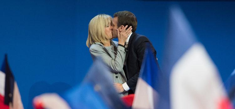 Emmanuel Macron de 39 años con Briggite Trogneux de 64