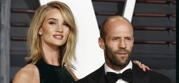 El actor Jason Statham(49) con su novia Rosie Huntington-Whiteley(30)