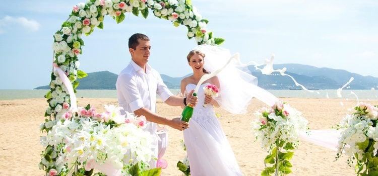 Los ritos balines se celebran en templos balineses