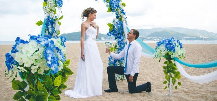 En el rito balinés el novio y la novia visten de blanco