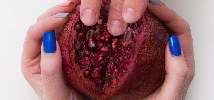 Puedes introduce tus dedos o la lengua en frutas exóticas