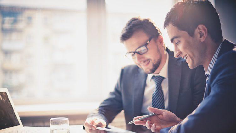 Si te llevas bien con tus compañeros de trabajo y tienes confianza con ellos dilo de la manera más simple y directa