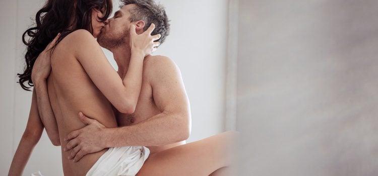 La unión de los amantes es una de las posturas más recomendables para compenetrarse en la cama