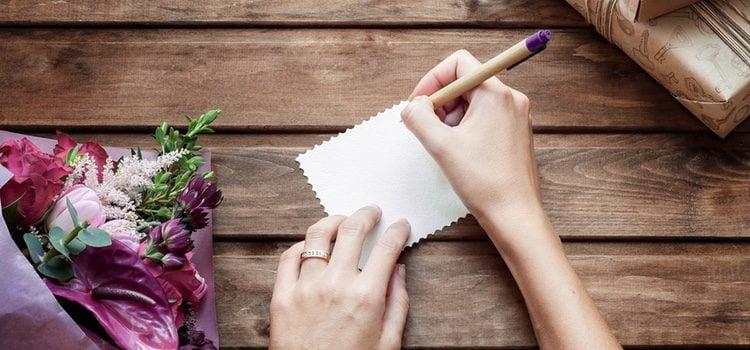 Empezar a escribir una carta de amor puede ser algo difícil