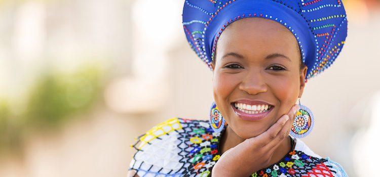 Los zulúes son los integrantes de un grupo sudafricano de Zululandia