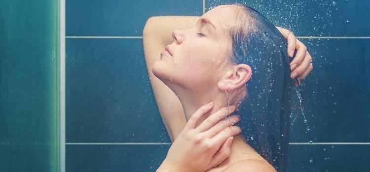 Las duchas pueden ser de lo más sugerentes si se llevan a cabo en compañía