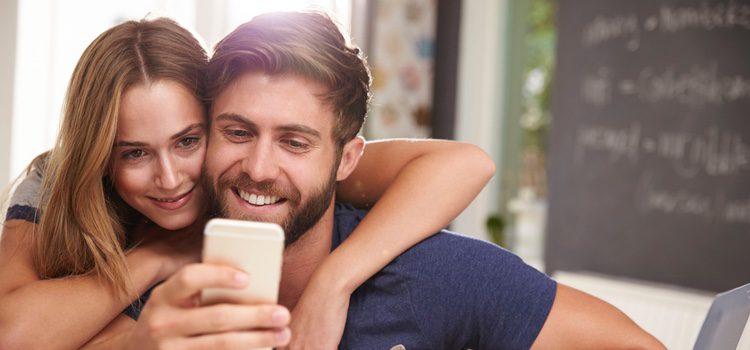 Cada día está más de moda enviar frases por whatsapp