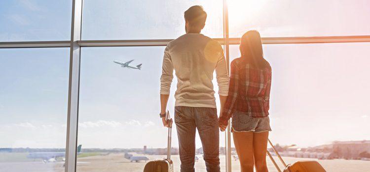 Uno de los lugares públicos más recurrentes para fantasear es el avión