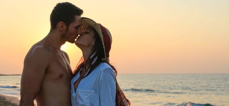 Para un buen beso con tu pareja hace falta cariño