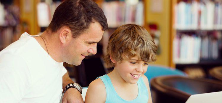 Los niños pueden recibir influencias externas negativas relacionados con el machismo y la homofobia